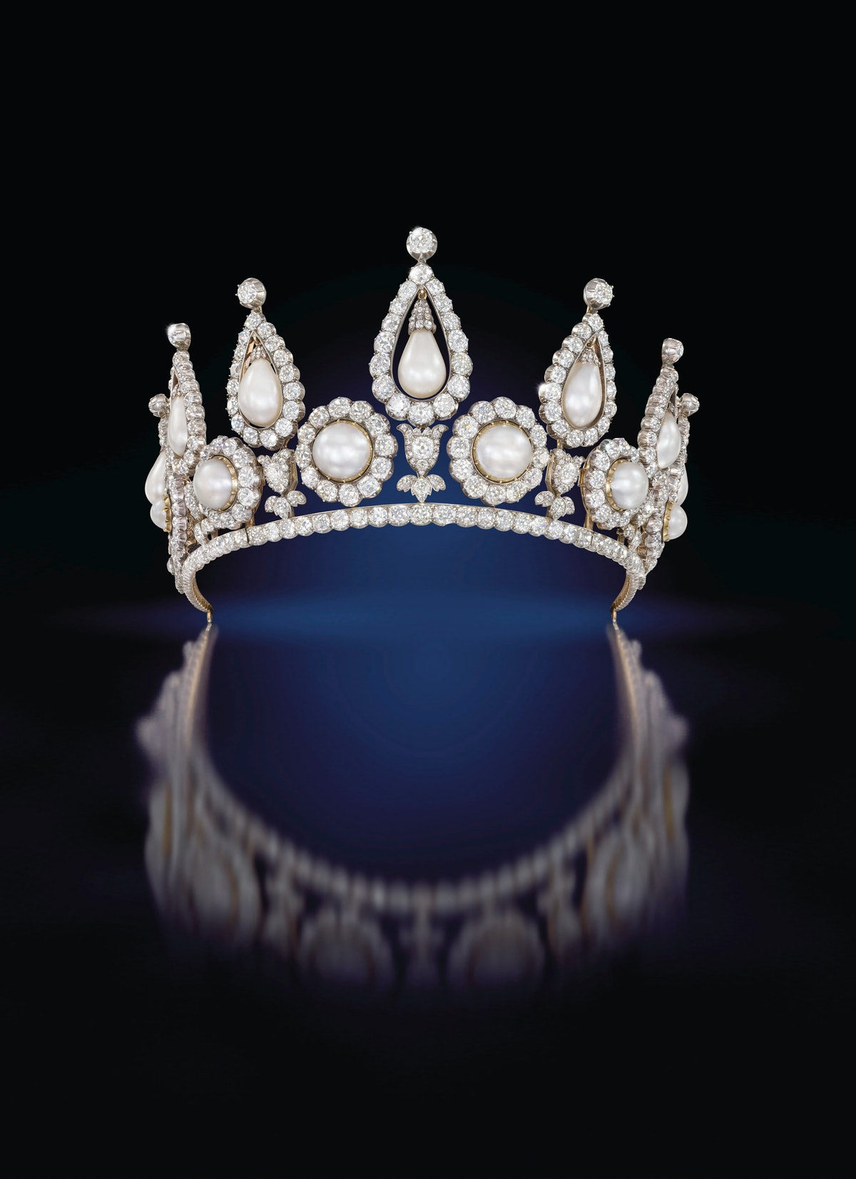 Londons Victoria and Albert Museum-9._The_Rosebery_Tiara_QMA_Collection