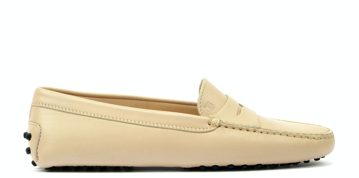 Tod's shoes, $425, [tods.com](http://rstyle.me/n/dsset3w3n).