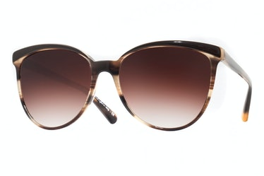 Oliver Peoples sunglasses, $335, [shopbop.com](http://rstyle.me/n/dxipn3w3n).