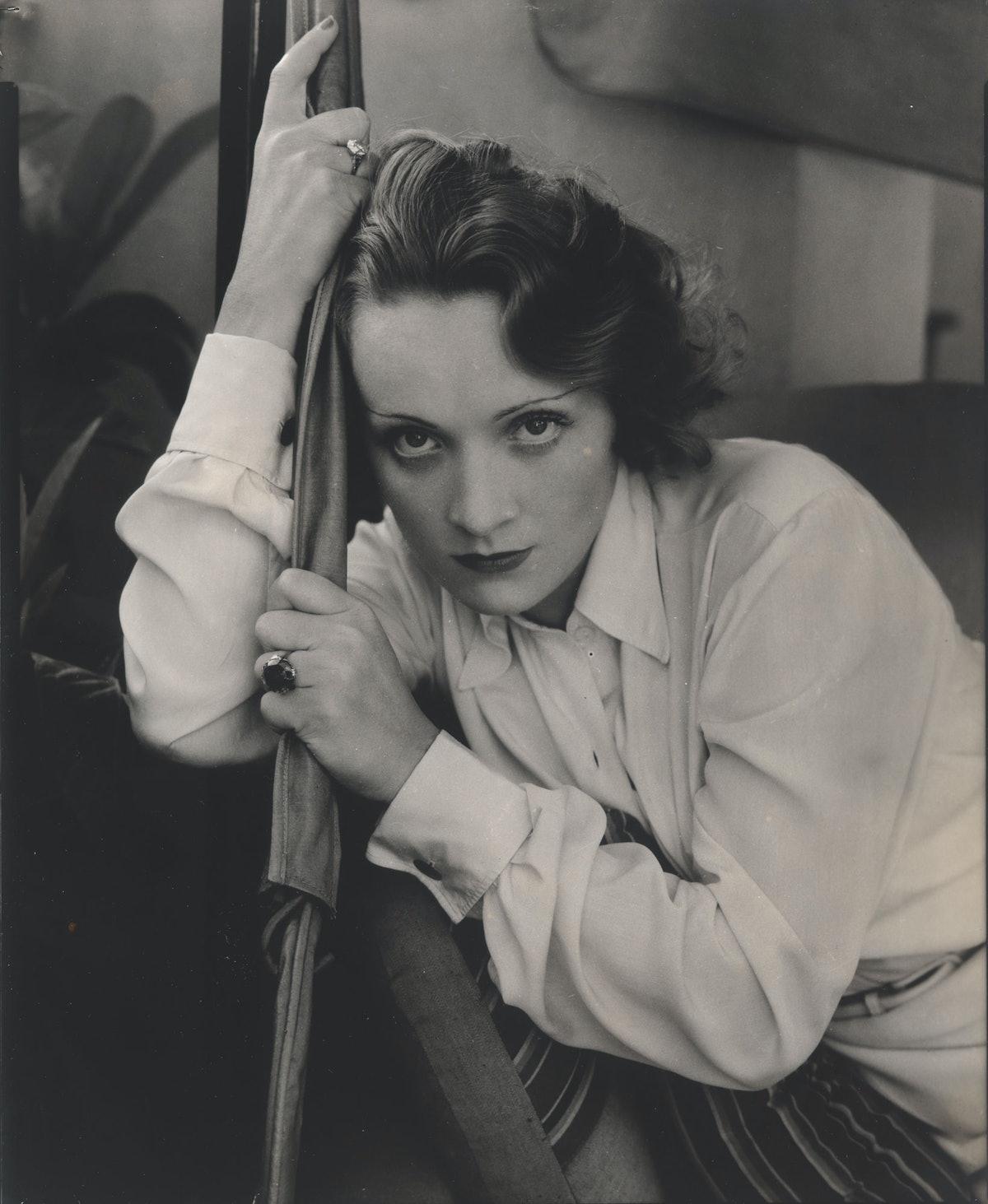 Edward Steichen, *Marlene Dietrich*, (1931). Whitney Museum of American Art, New York; Steichen/Vanity Fair; © Condé Nast.