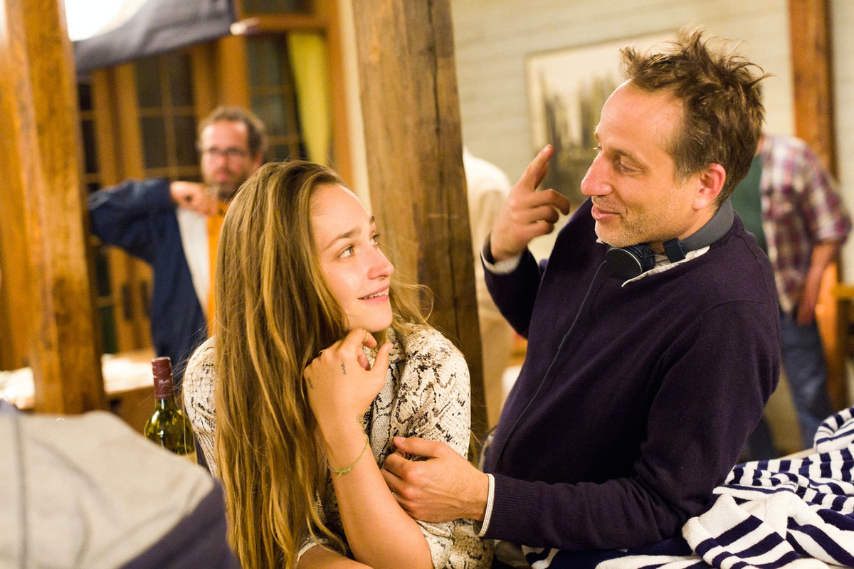 Jemime Kirke and Jesse Peretz. Photo by Mark Schafer / HBO.