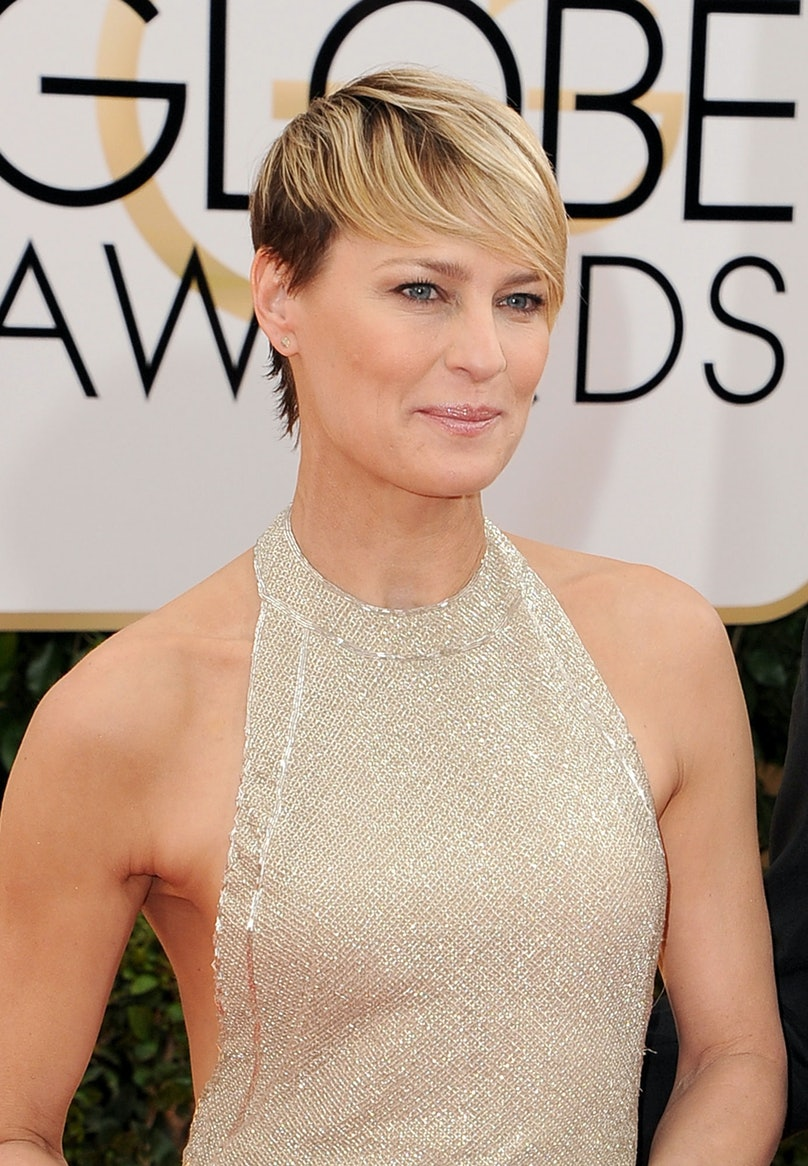 Tricia Sawyer is the genius behind __Robin Wright__'s warm, understated makeup look, but it's Wright's hair that stole the show. We just wish that she'd introduce her hairstylist to Jennifer Lawrence.