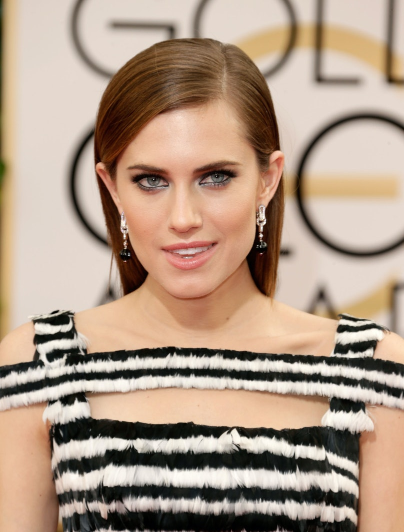 __Allison Williams__'s smoky eye and nude lip combo perfectly complemented her black and white Alexander McQueen gown.