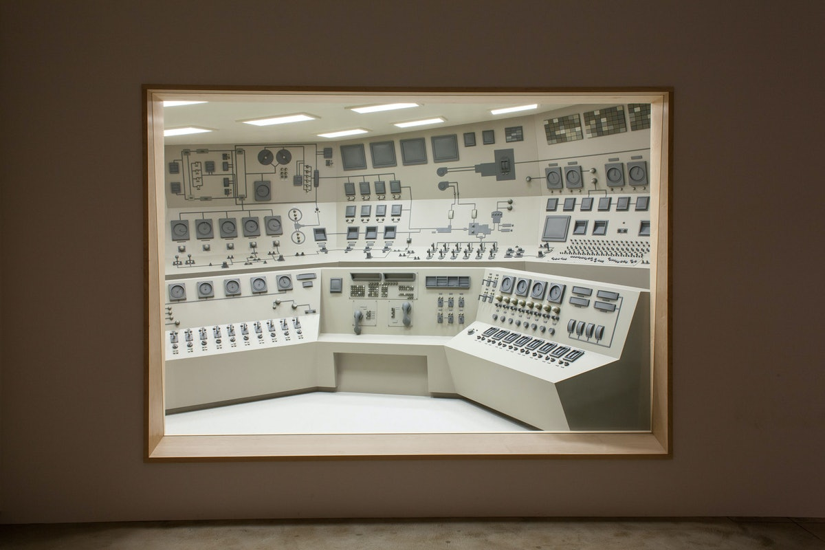 Roxy Paine. Installation view of *Apparatus*, September 2013-February 2014, Kavi Gupta CHICAGO | ELI...