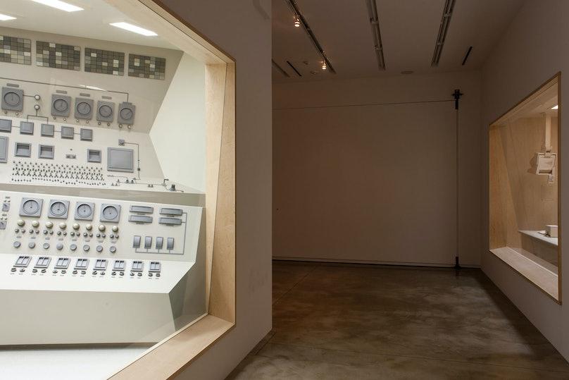 Roxy Paine. Installation view of *Apparatus*, September 2013-February 2014, Kavi Gupta CHICAGO   ELIZABETH ST. Photo by Joseph Rynkiewicz.