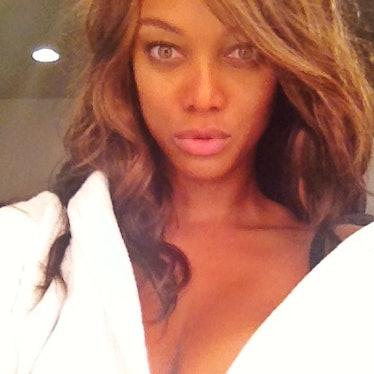 Tyra Banks selfie