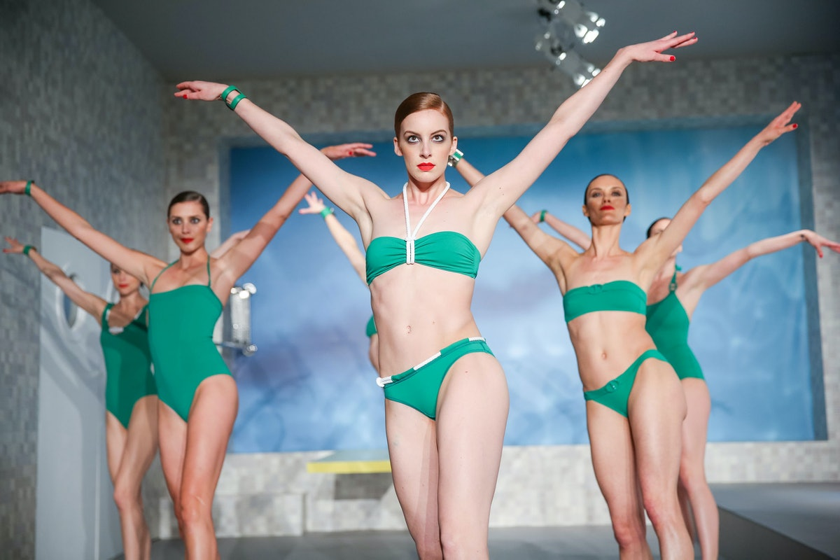 Hermès dancers