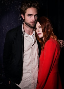 Robert Pattinson and Julianne Moore (Maps to the Stars)