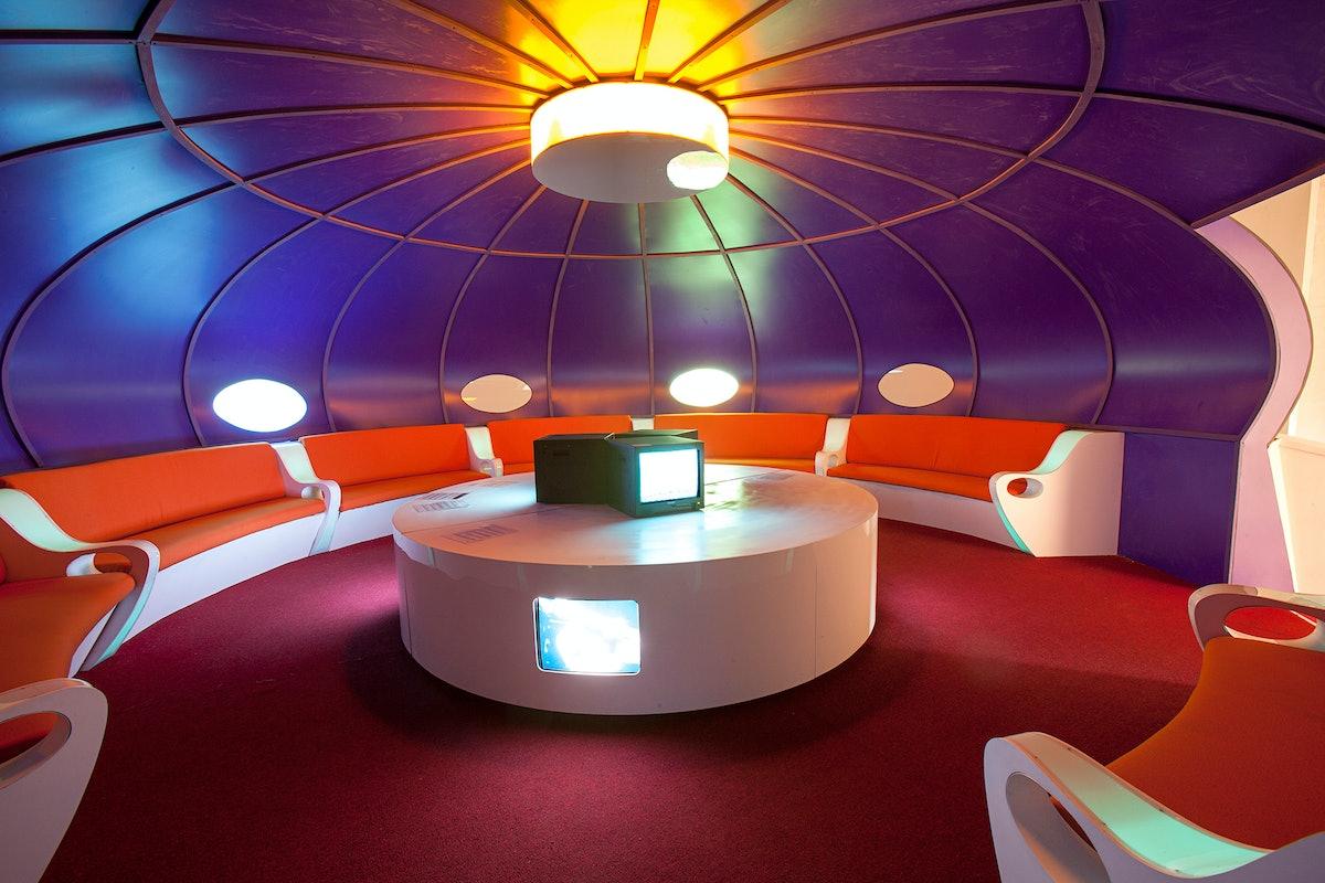 Futuro Lounge installation