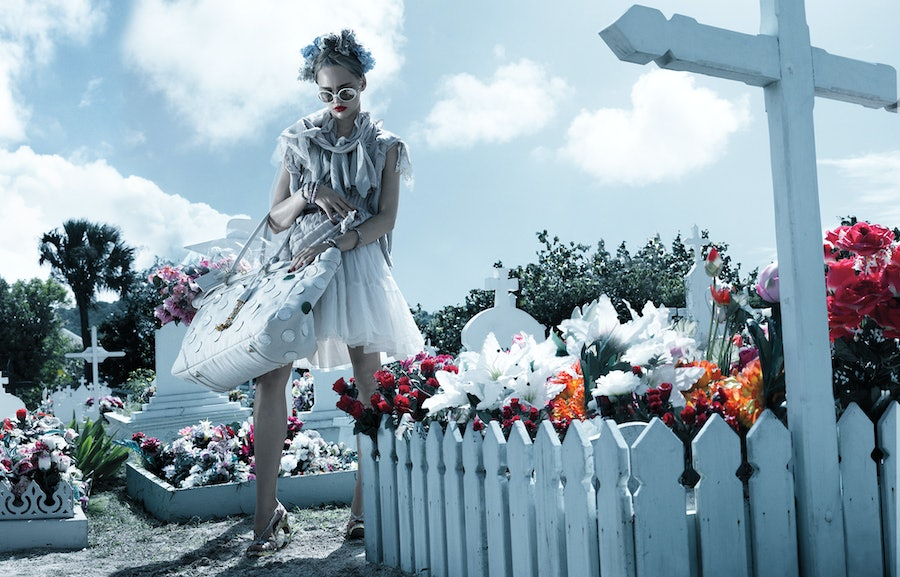 Photo by Michael Thompson, styled by Karl Templer, 2007.