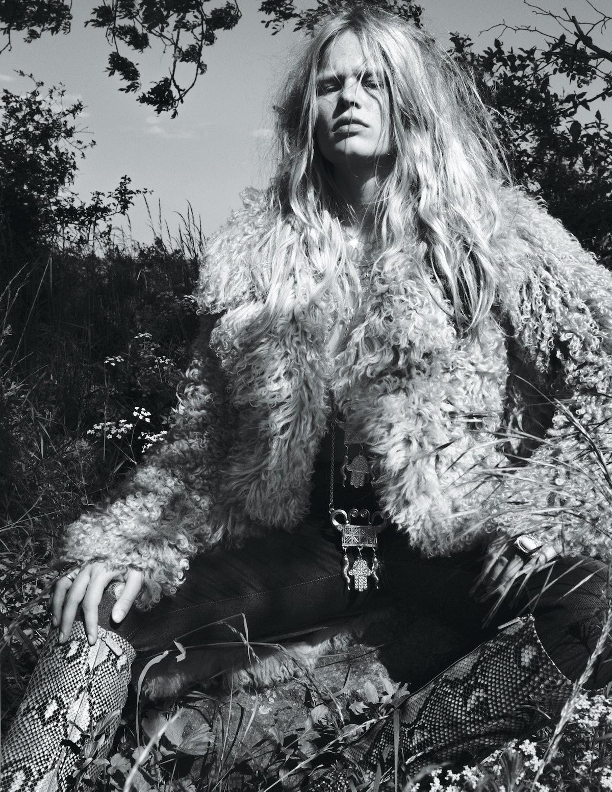 Anna Ewers, Gucci jacket