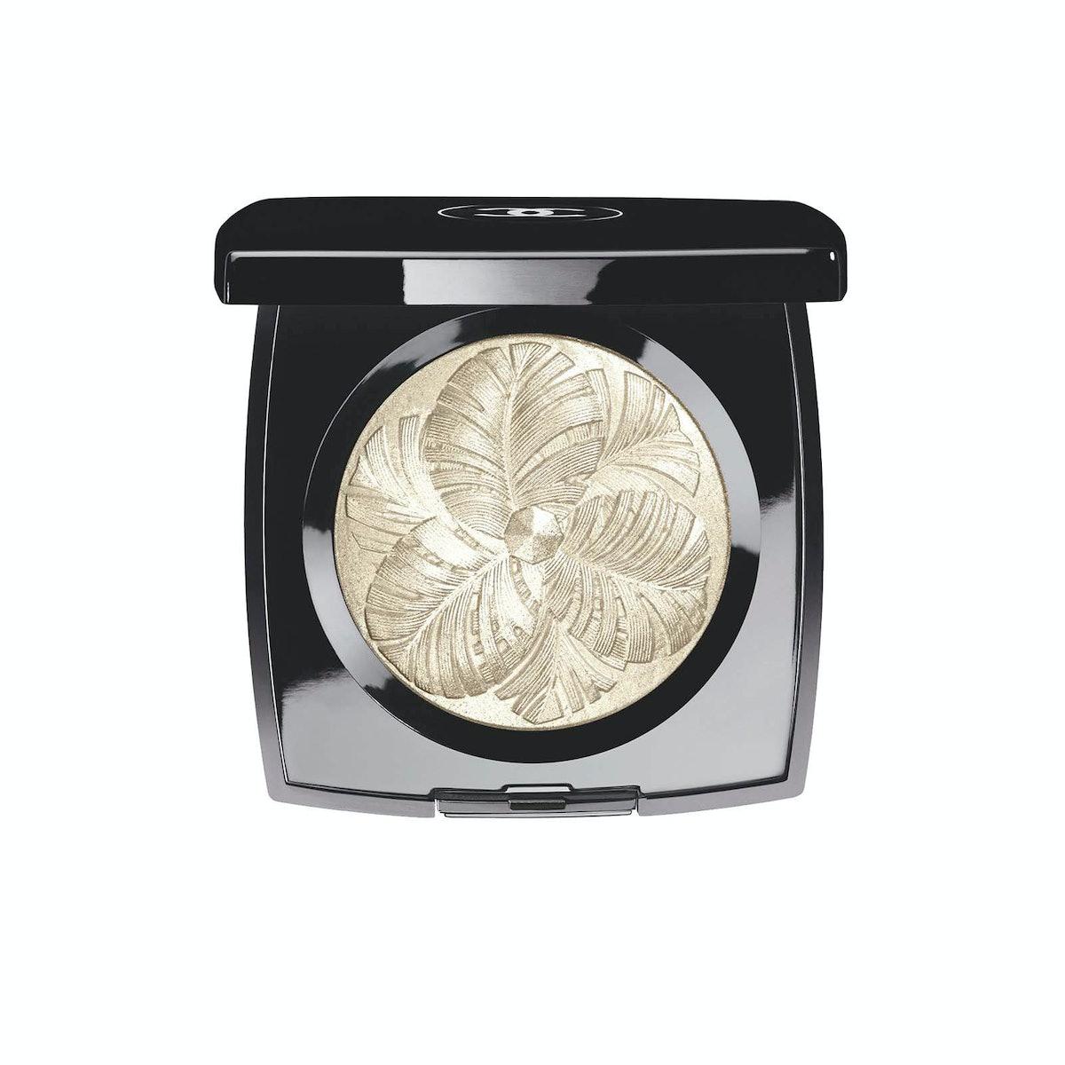 Chanel Camélia De Plumes Highlighting Powder