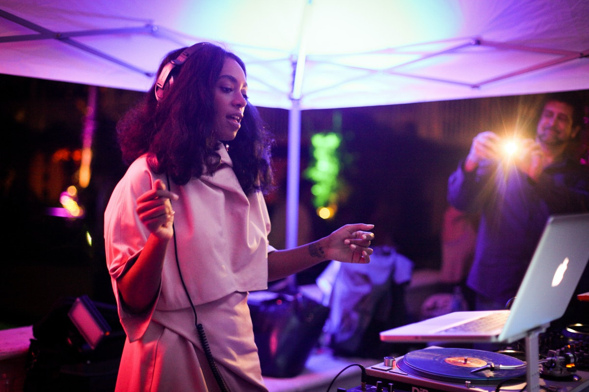 Solange Knowles performs at Jack Shainman's Art Basel party