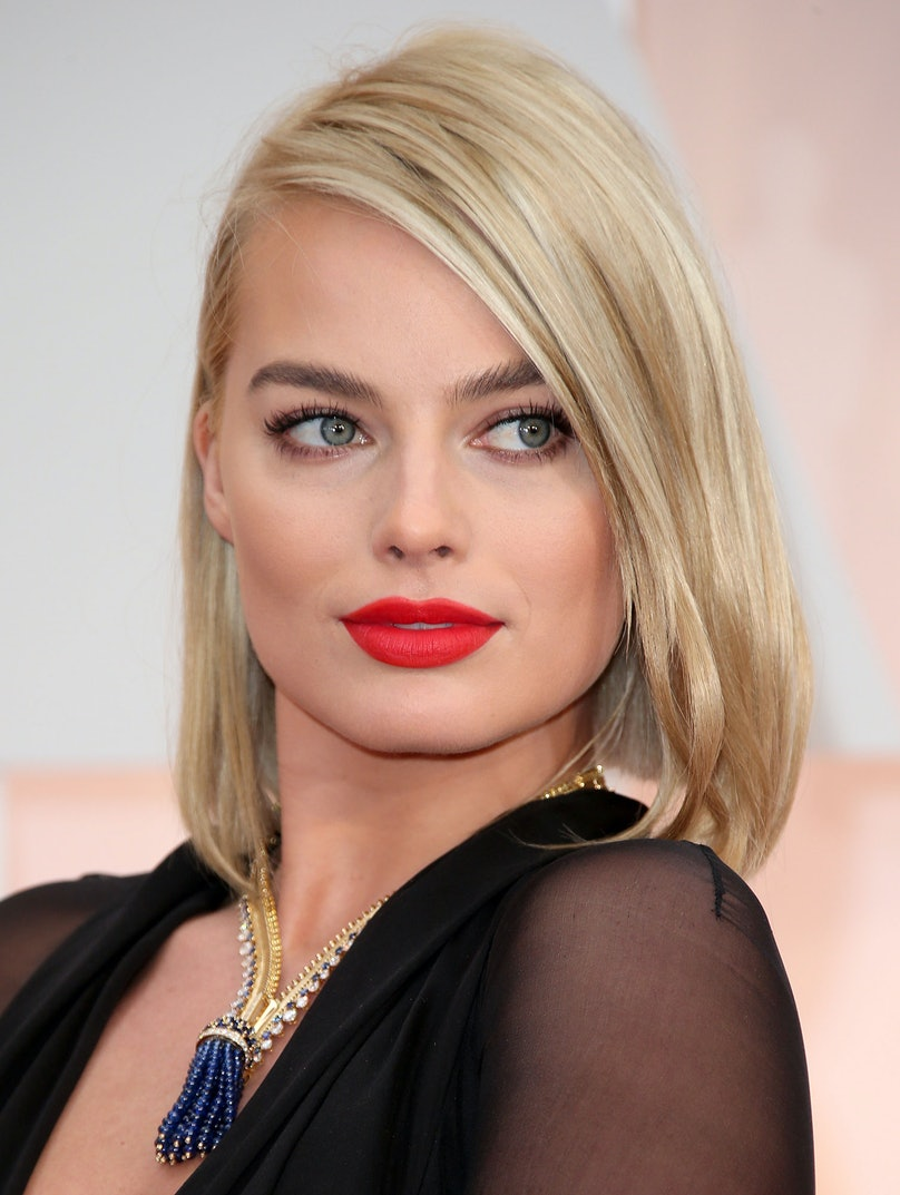Margot Robbie in a Van Cleef and Arpels necklace