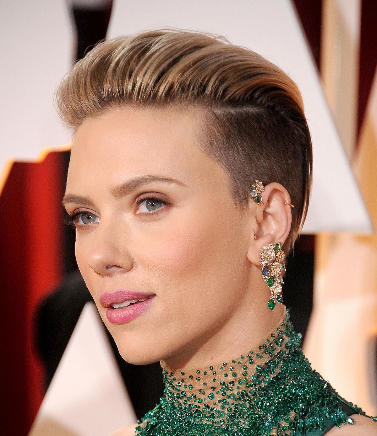 Scarlett Johansson in a Piaget ear cuff
