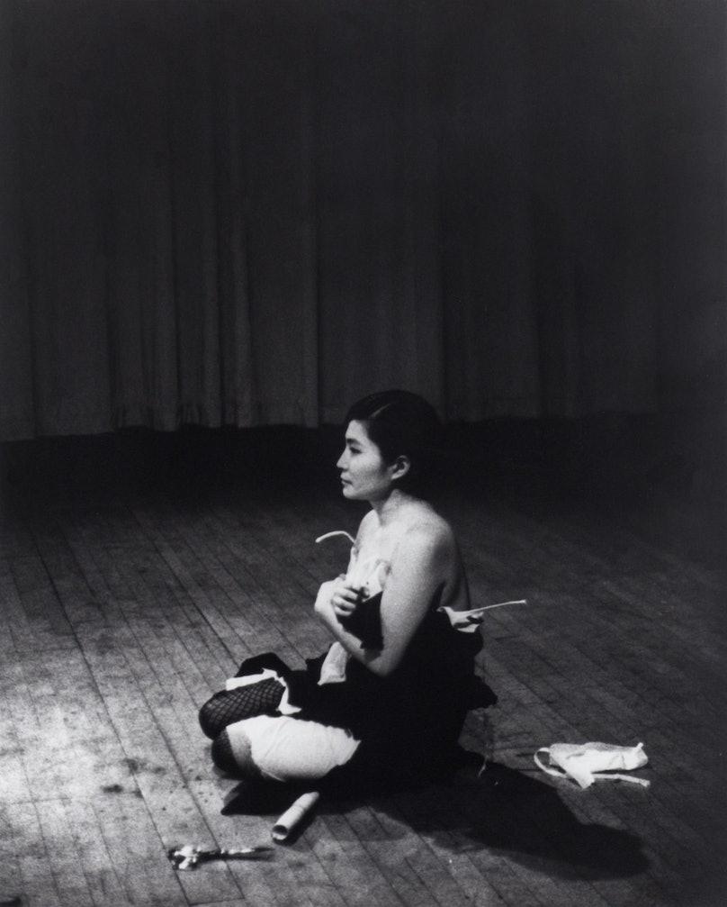 Yoko Ono, Cut Piece