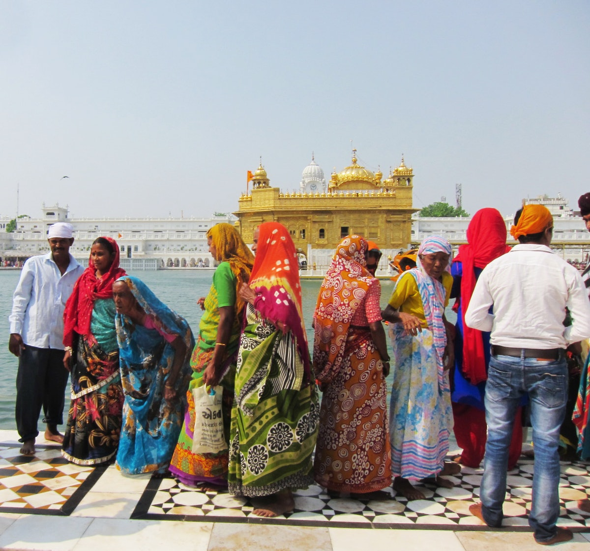 Women in front of Golden Temple Anndra Neen Annette and Phoebe Stephens India