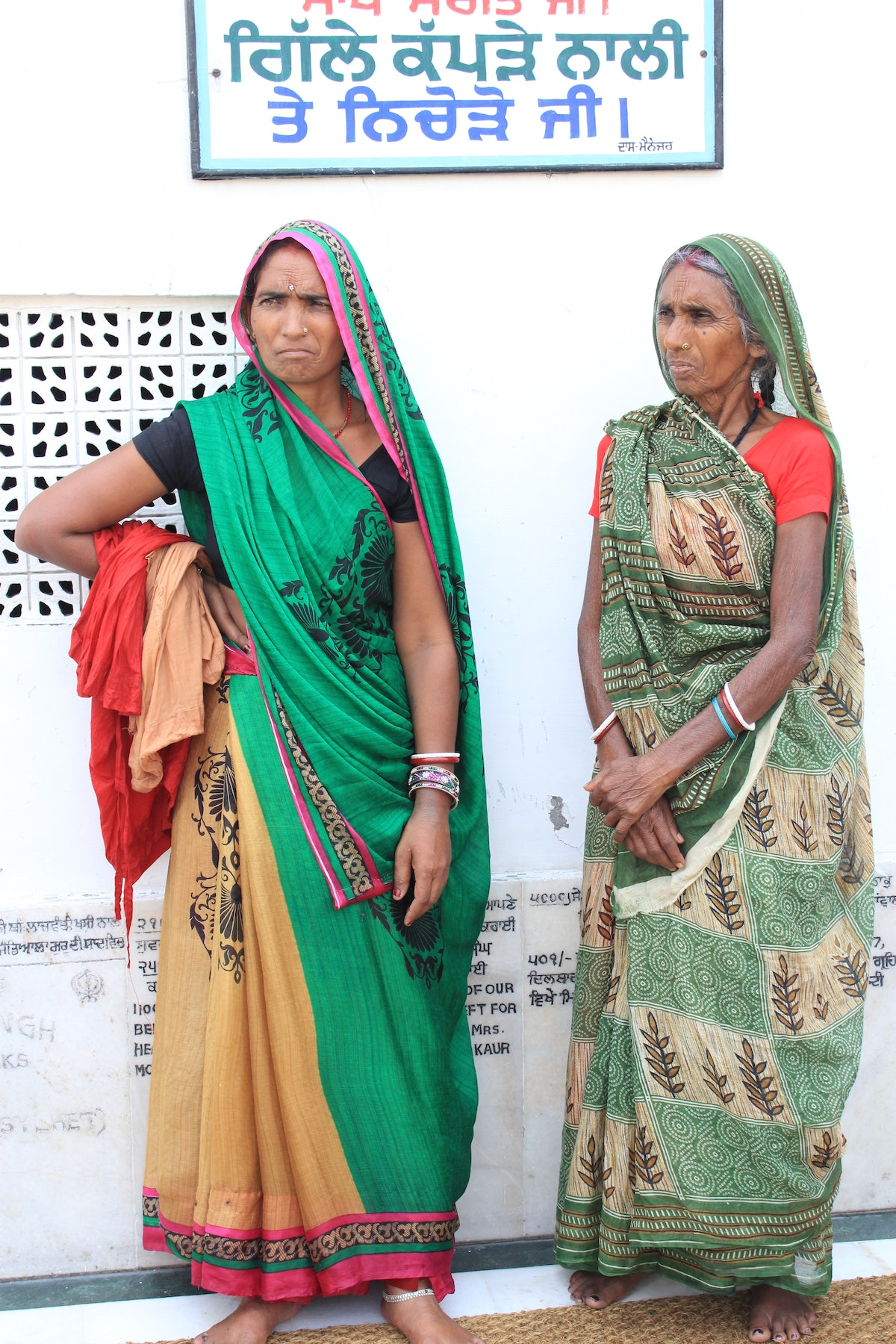 Women at Golden Temple Anndra Neen Annette and Phoebe Stephens India