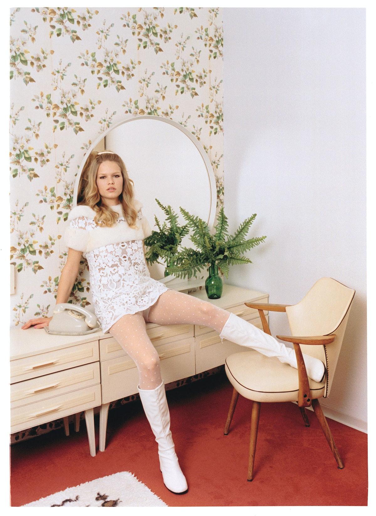 anna-ewers-2-white-mood