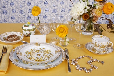 table-setting-yellow-760x506