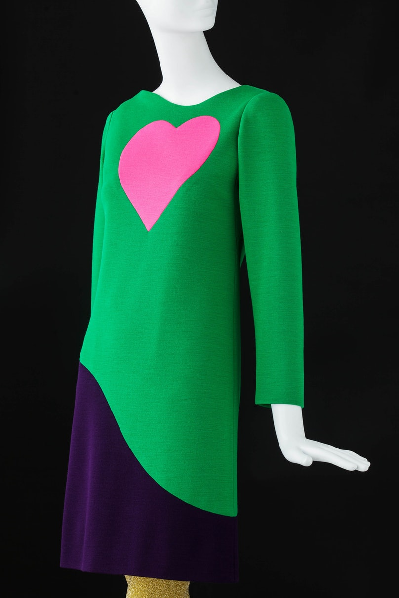 (4) Cocktail dress. Inspired by Pop Art ©Fondation Pierre Bergé – Yves Saint Laurent Sophie Carre