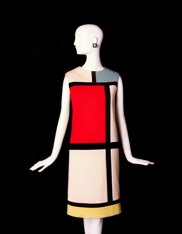 Short cocktail dress. Tribute to Piet Mondrian- ©Fondation Pierre Bergé – Yves Saint Laurent Alexand...