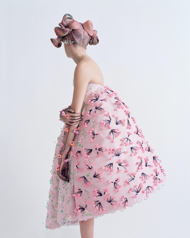 cara-delevingne-pink-hair-1542x1937