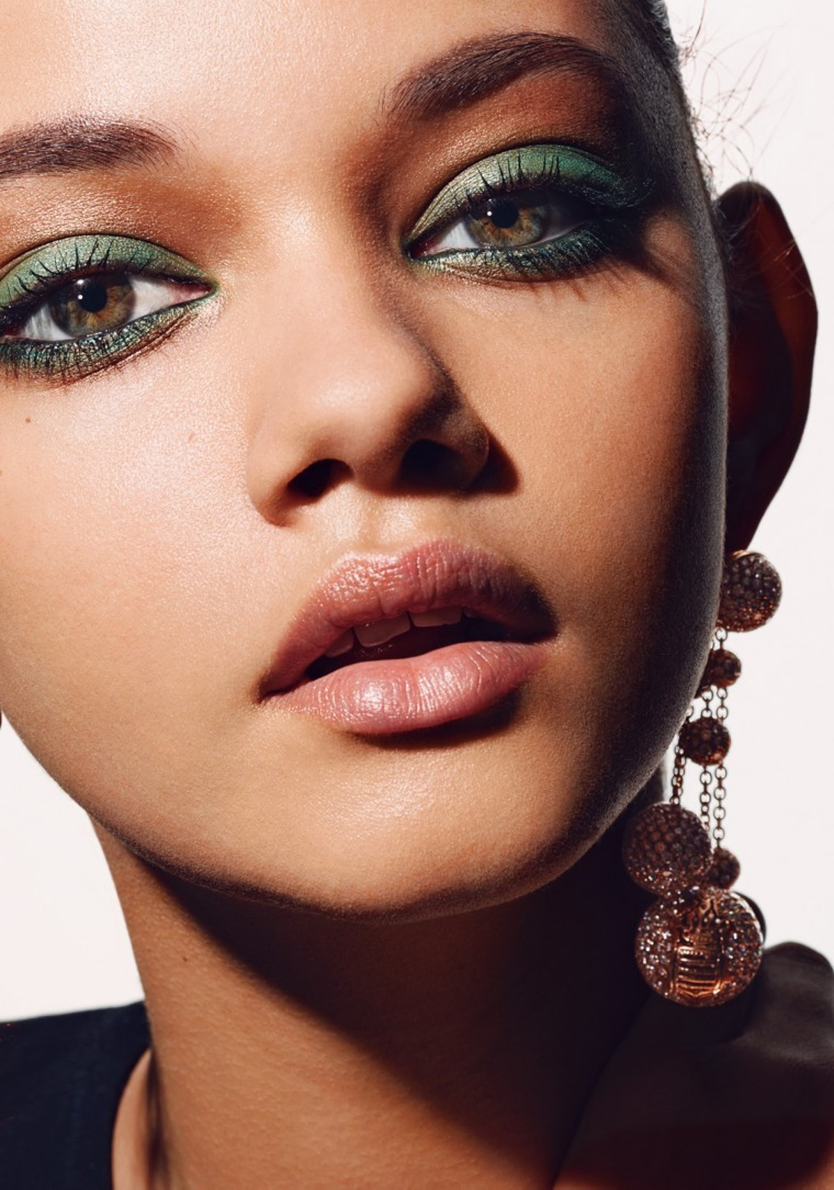 How to Wear Green Makeup