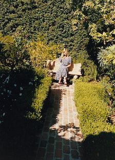 kirsten-dunst-garden