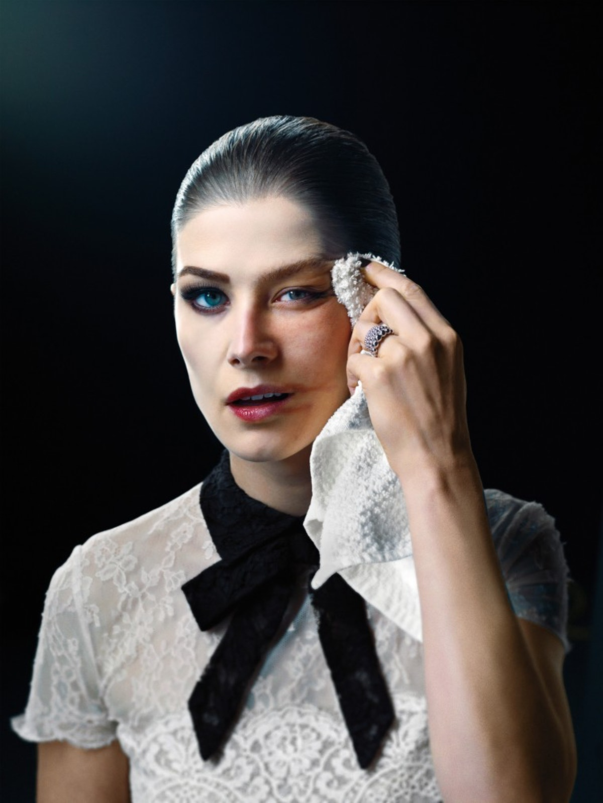 rosamund-pike-makeup-portrait-760x1013