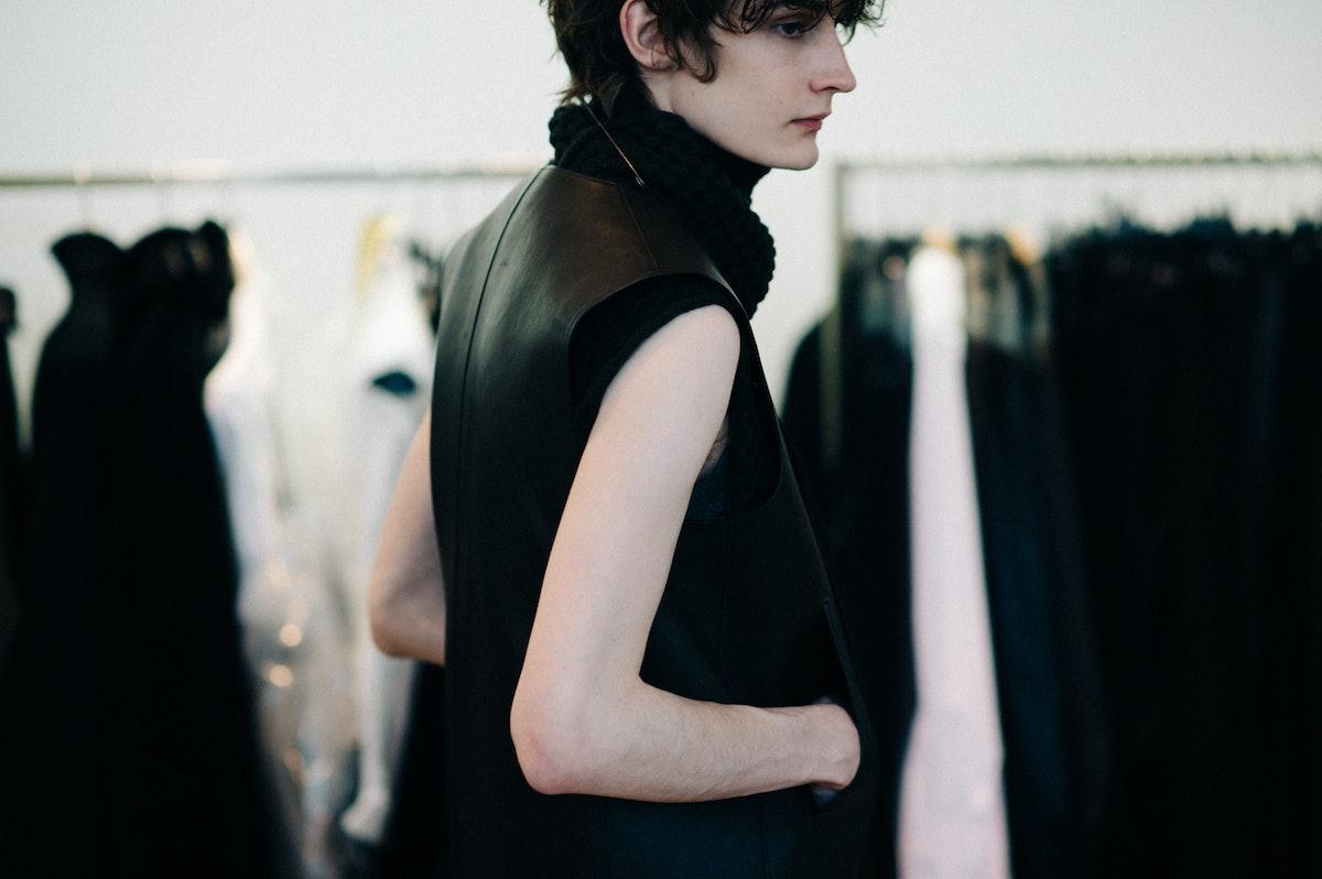 Le-21eme-Adam-Katz-Sinding-Backstage-Jil-Sander-Milan-Mens-Fashion-Week-Fall-Winter-2016-2017_AKS1057