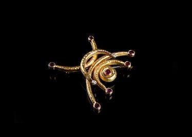 CANNILLA---Ruby-brooch-1b