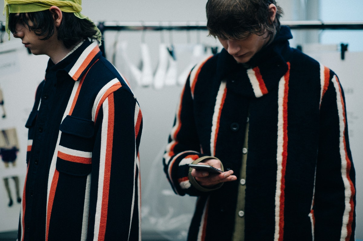 Le-21eme-Adam-Katz-Sinding-Backstage-Sacai-Paris-Mens-Fashion-Week-Fall-Winter-2016-2017_AKS2012