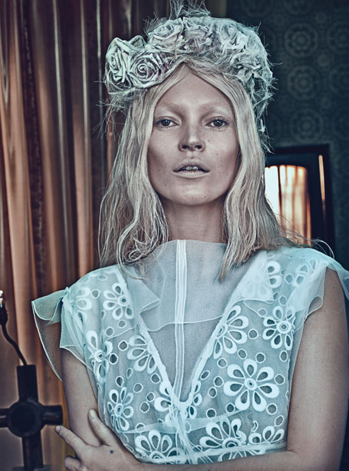 fass-kate-moss-cover-story-march-2012-08-l.jpg