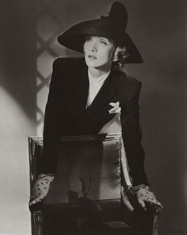 Marlene Dietrich, New York, 1942 --« Conde Nast, Horst Estate