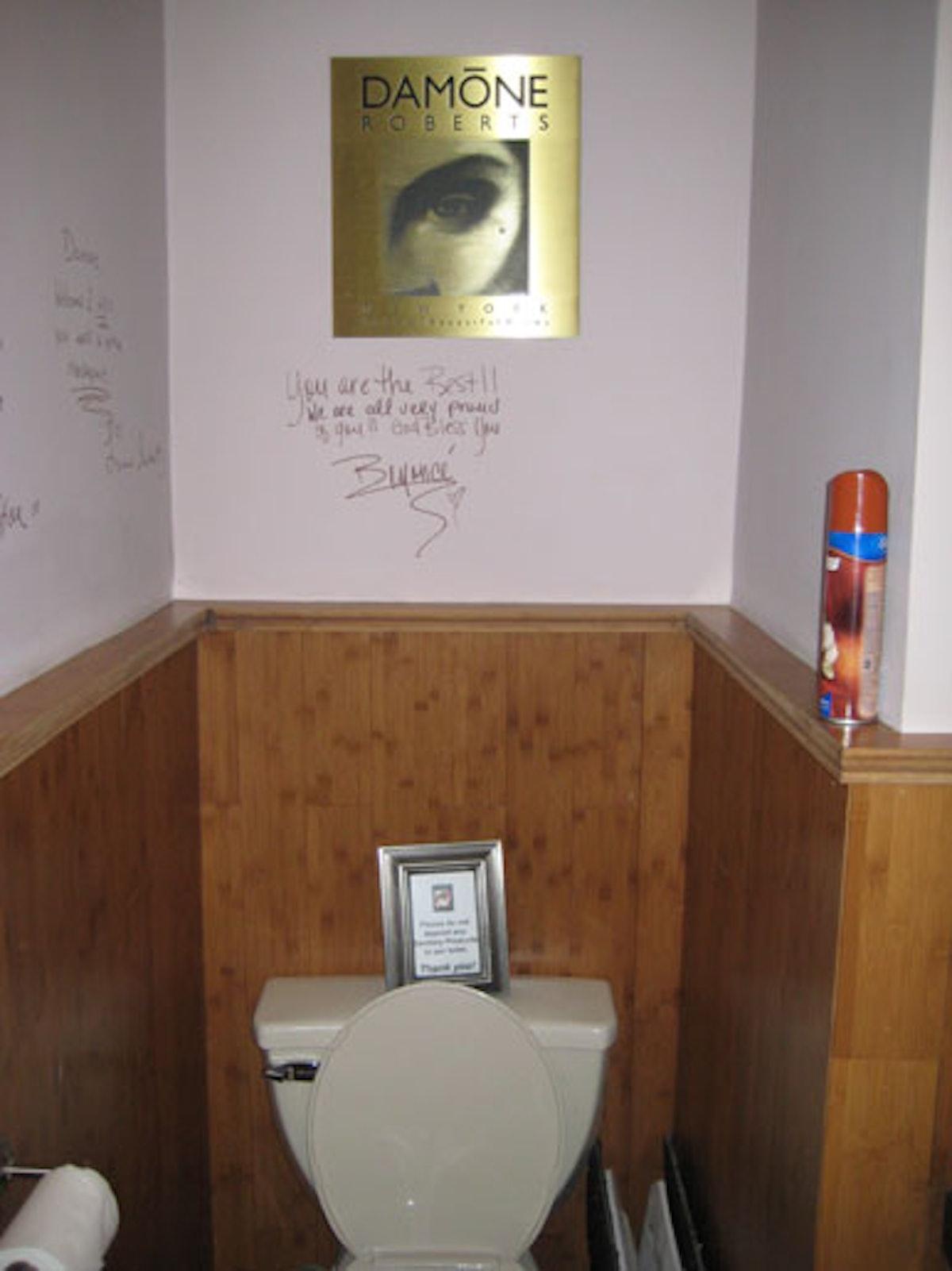 blog_beyonce_toilet.jpg