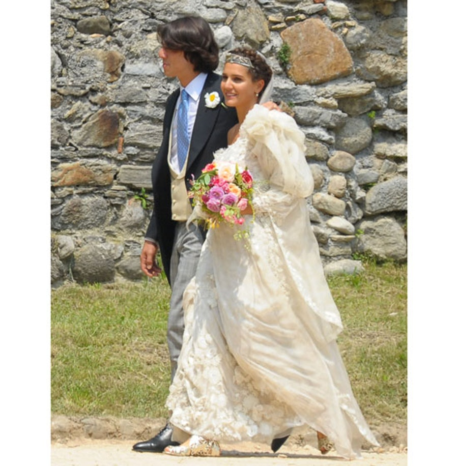 blog-long-sleeved-wedding-dresses-02.jpg