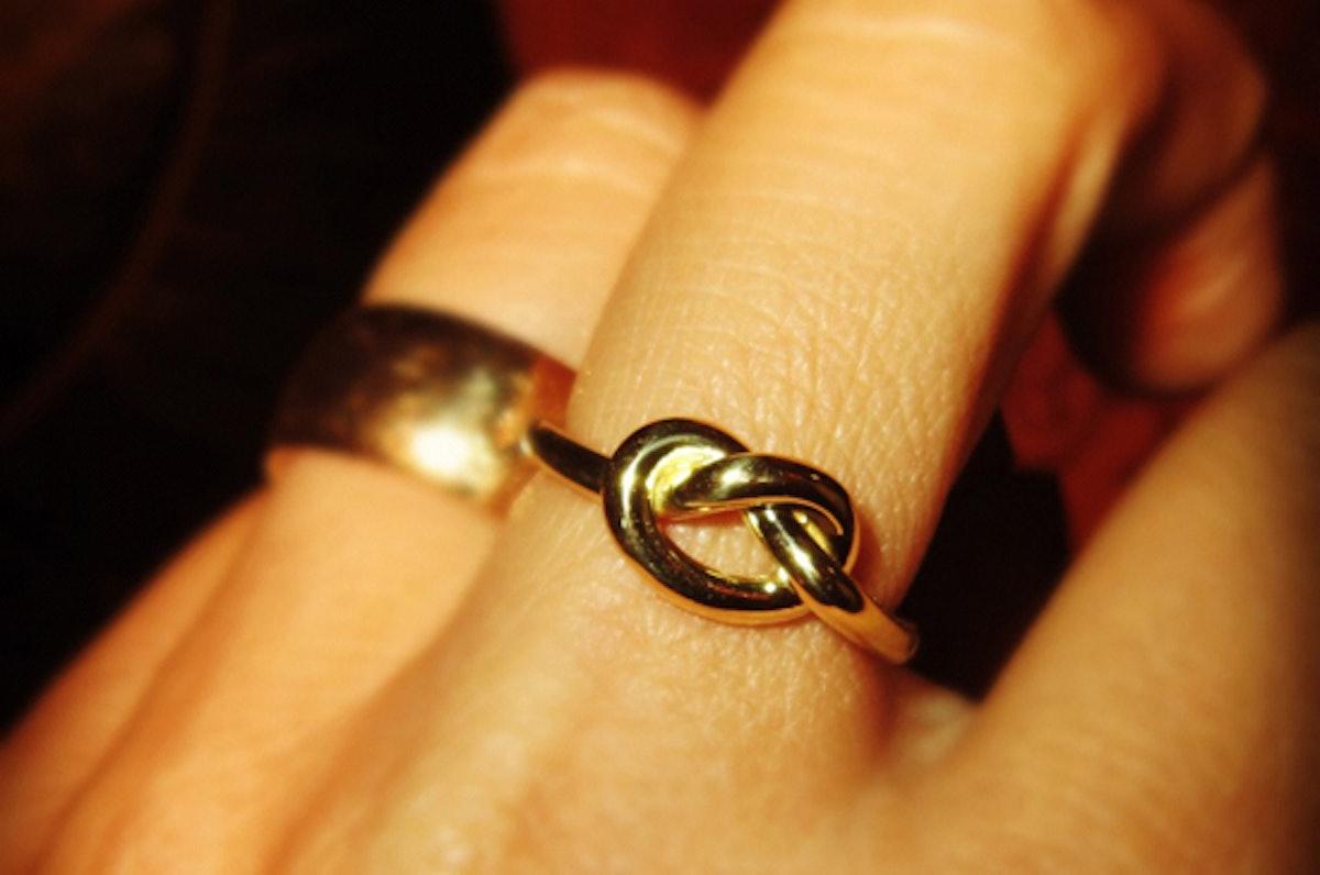 blog-jewelry-knot-rings-01.jpg