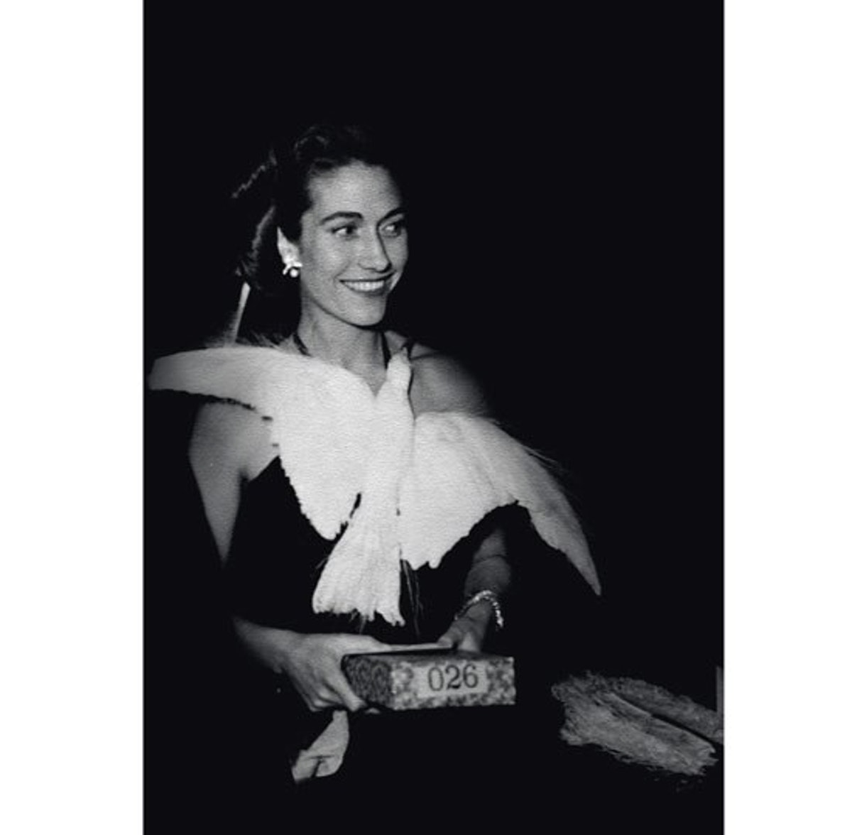 blog-Helene-Rochas-portant-la-robe-%27Oiseau-creee-par-Marcel-Rochas-en-1934-et-poursuivie-jusquen-1950.jpg