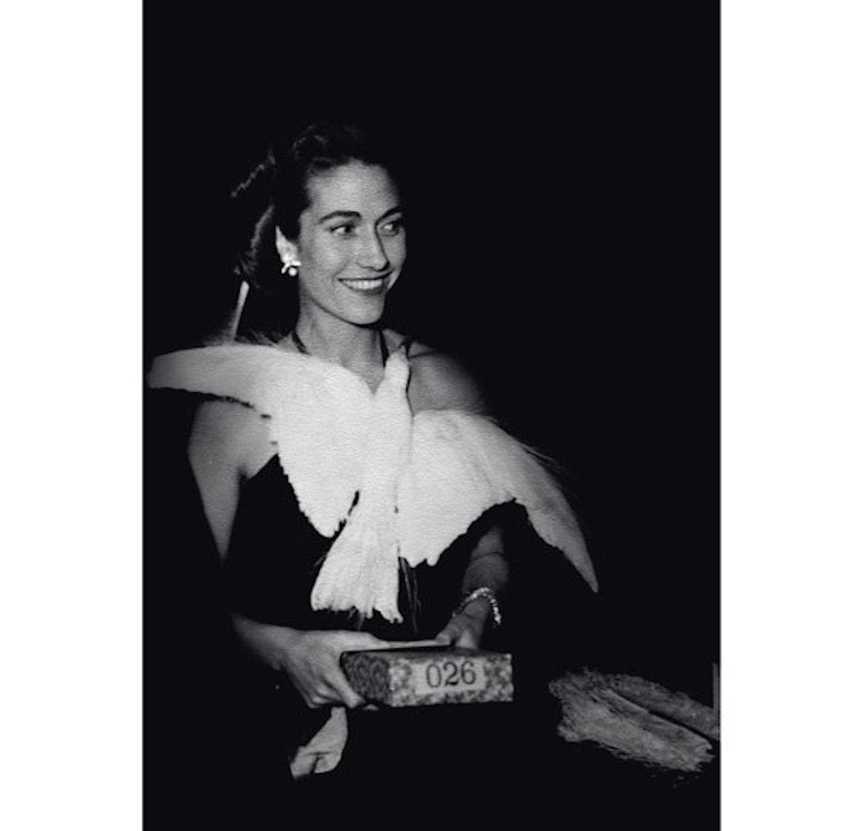blog-Helene-Rochas-portant-la-robe-%27Oiseau-creee-par-Marcel-Rochas-en-1934-et-poursuivie-jusquen-1...
