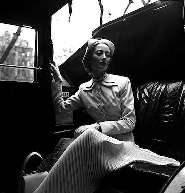 arar-lee-miller-Model-wearing-Hardy-Amies-suit,-London,-England,-1949-web