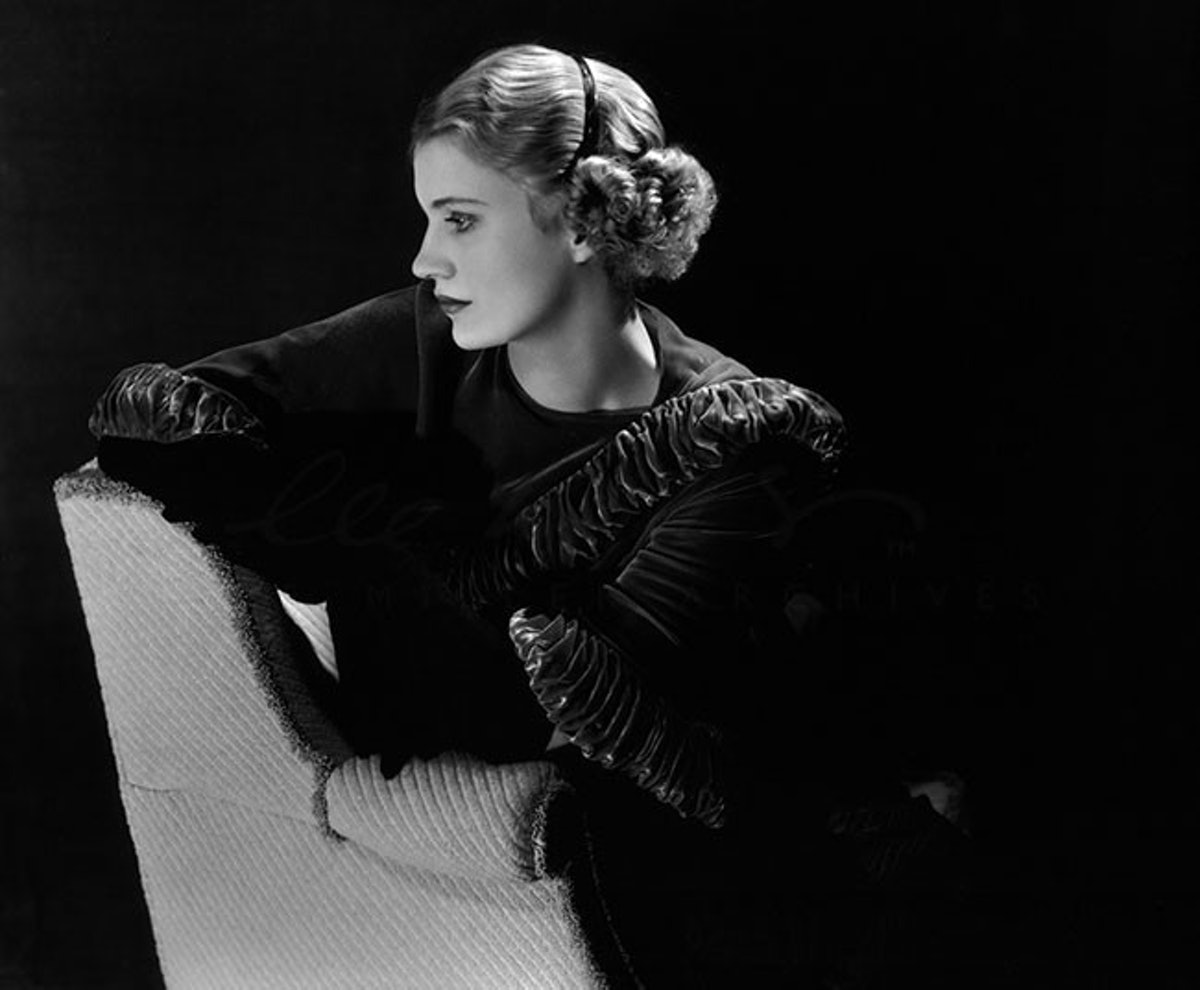 arar-lee-miller-Self-portrait,-New-York-Studio,-New-York,-USA,-1932-web