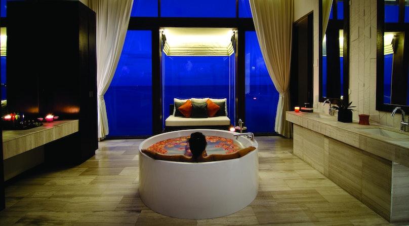 Jumeirah Dhevanafushi - Talise Spa Treatment Room1.jpg