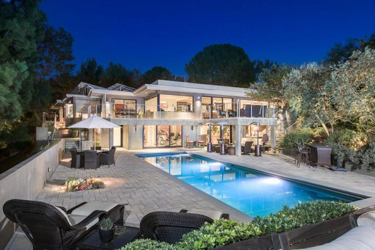Jane-Fonda-Lists-Home-For-Sale-Beverly-Hills-CA-Night-House-768x512.jpg