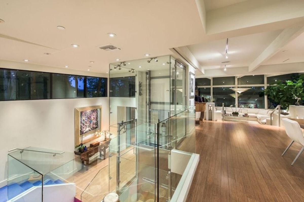 Jane-Fonda-Lists-Home-For-Sale-Beverly-Hills-CA-overlook-768x512.jpg