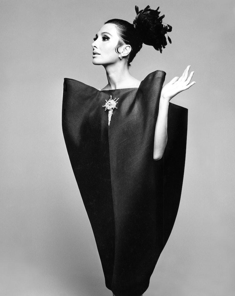 Alberta_Tiburzi_in_envelope_dress_by_Cristóbal_Balenciaga_Harpers_Bazaar_June_1967__Hiro_1967.jpg