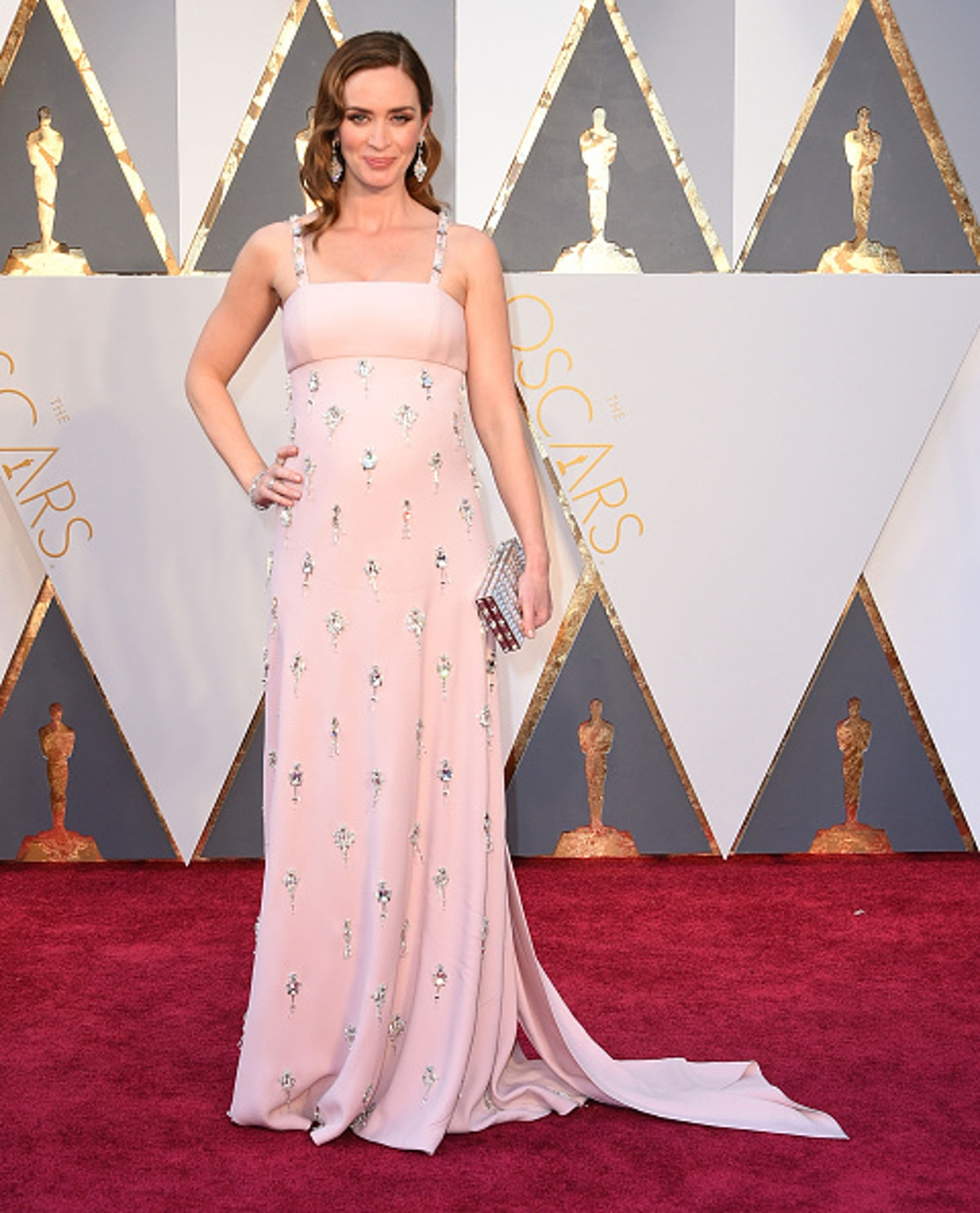 Emily Blunt in pink at Oscars ceremony.
