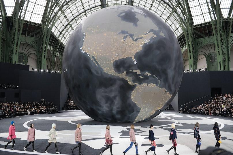 Chanel - Runway RTW - Fall 2013 - Paris Fashion Week