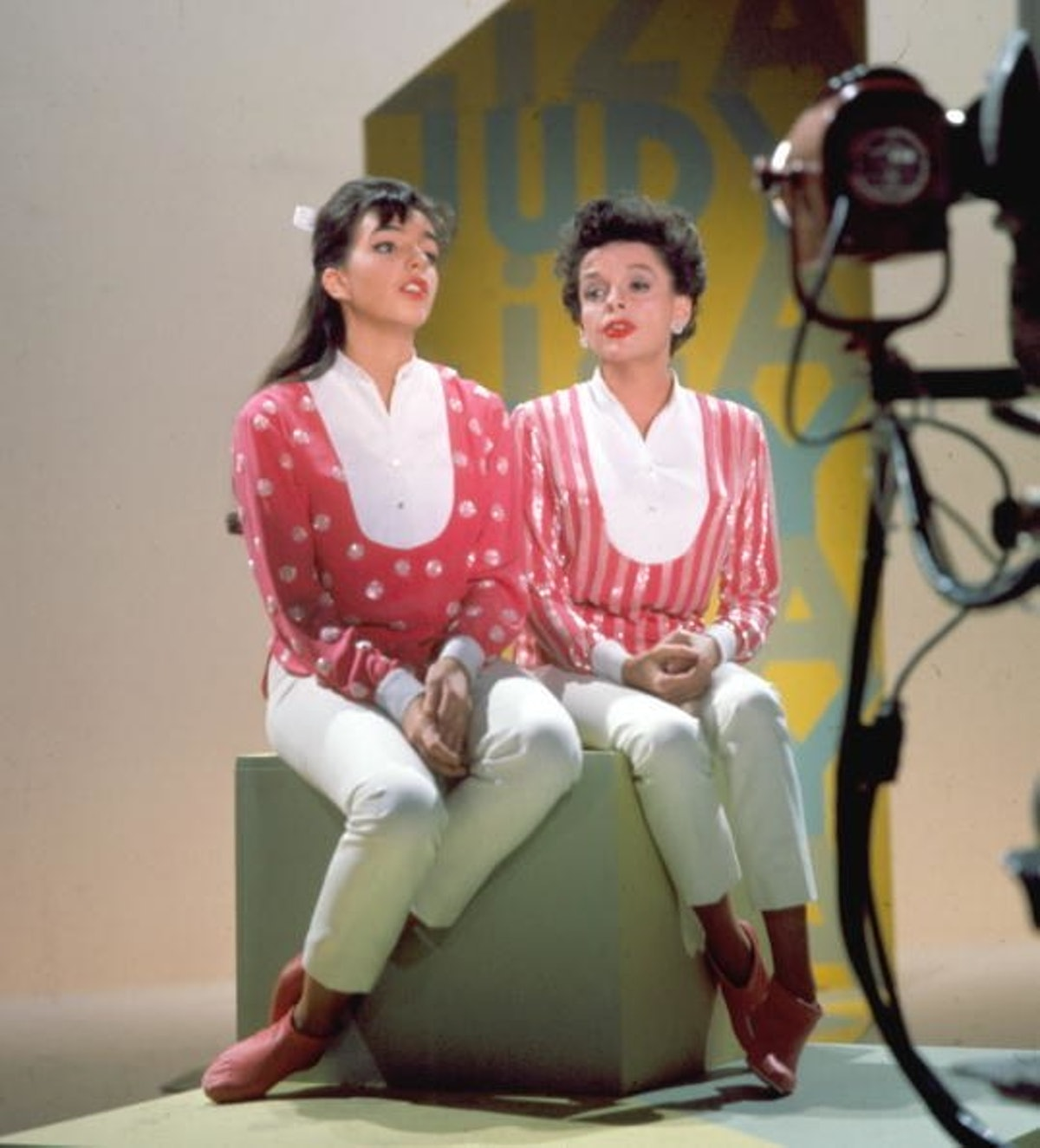 Liza next to Judy Garland in matching sparkly pink outfits