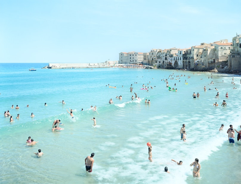 Massimo Vitali, Cefalu First Surf, photgraph, 2008, courtesy of the artist and Benrubi Gallery.jpg